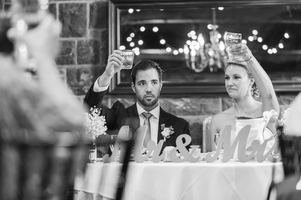 fun-candid-laid-back-wedding-photos-at-wellers-carriage-house-in-saline-michigan-and-at-the-eagle-crest-golf-resort-by-courtney-carolyn-photography_0083.jpg