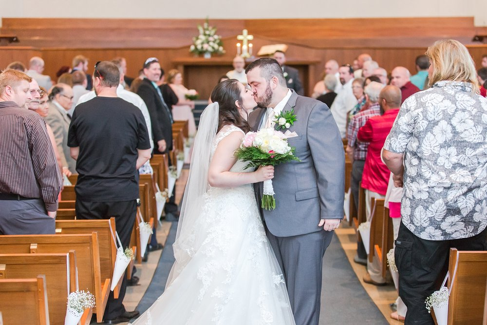 emotional-laid-back-romantic-wedding-photos-at-adrian-college-herrick-chapel-in-adrian-michigan-by-courtney-carolyn-photography_0032.jpg