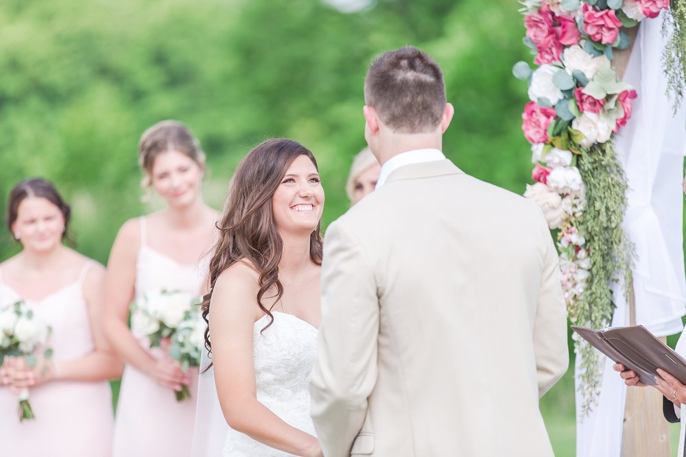 candid-timeless-wedding-photos-at-the-captains-club-in-grand-blanc-michigan-by-courtney-carolyn-photography_0042.jpg