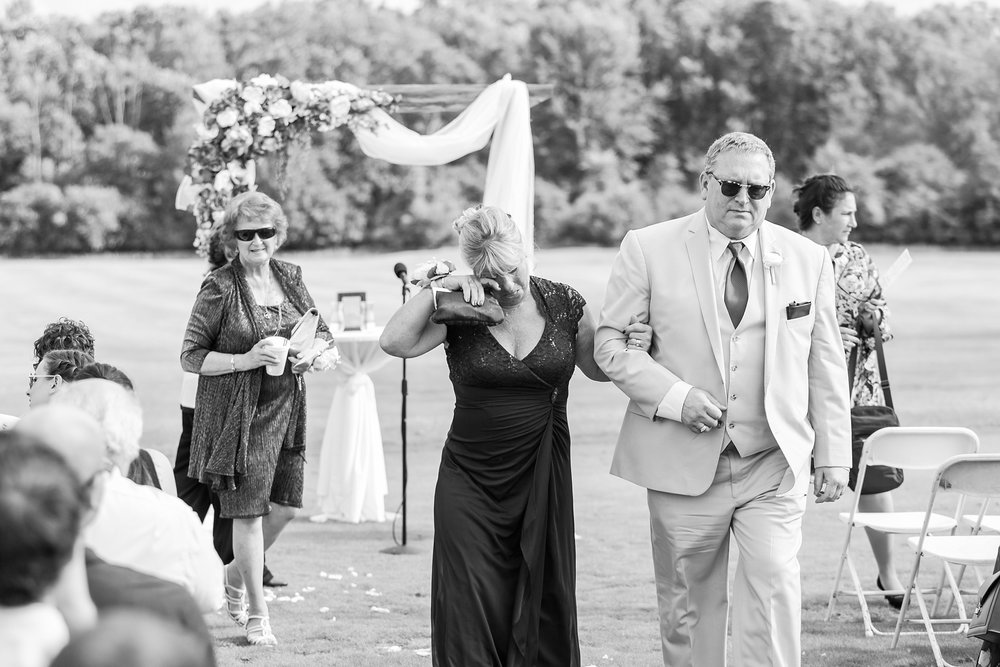 candid-timeless-wedding-photos-at-the-captains-club-in-grand-blanc-michigan-by-courtney-carolyn-photography_0053.jpg