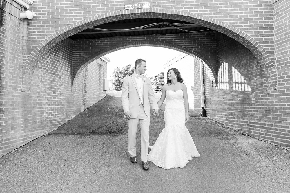 candid-timeless-wedding-photos-at-the-captains-club-in-grand-blanc-michigan-by-courtney-carolyn-photography_0064.jpg