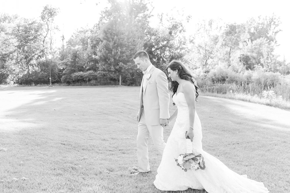 candid-timeless-wedding-photos-at-the-captains-club-in-grand-blanc-michigan-by-courtney-carolyn-photography_0089.jpg