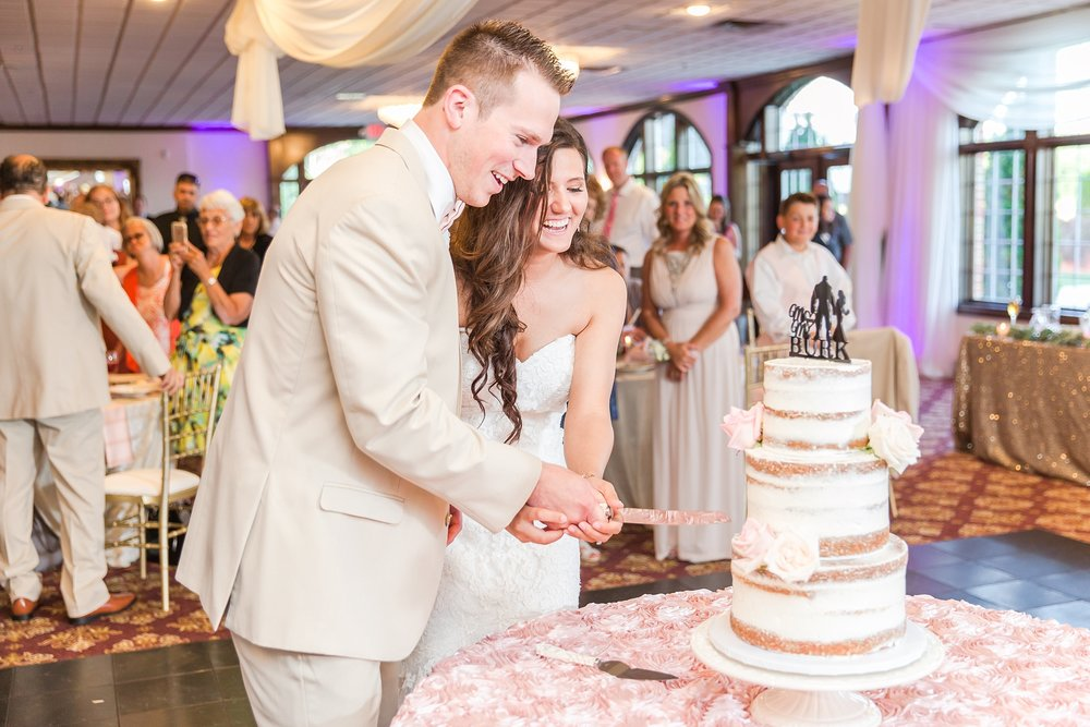 candid-timeless-wedding-photos-at-the-captains-club-in-grand-blanc-michigan-by-courtney-carolyn-photography_0091.jpg
