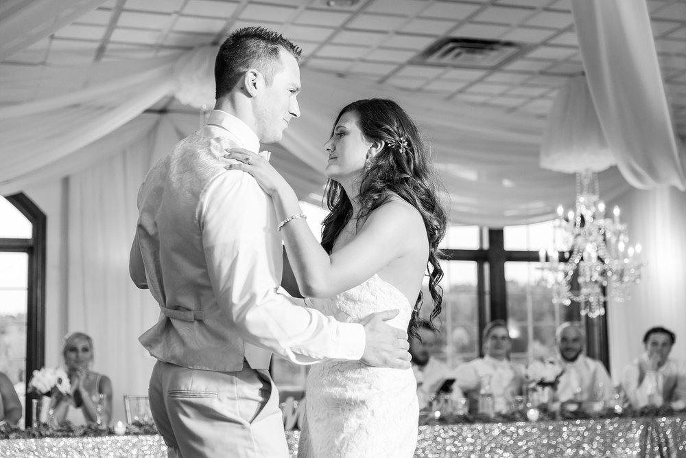 candid-timeless-wedding-photos-at-the-captains-club-in-grand-blanc-michigan-by-courtney-carolyn-photography_0102.jpg