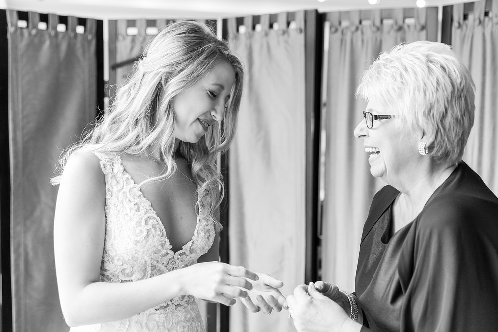 candid-romantic-wedding-photos-at-the-h-hotel-in-midland-michigan-by-courtney-carolyn-photography_0011.jpg