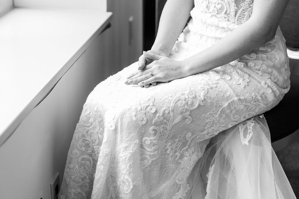 candid-romantic-wedding-photos-at-the-h-hotel-in-midland-michigan-by-courtney-carolyn-photography_0019.jpg