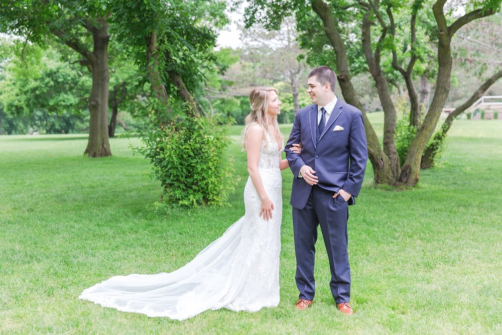 candid-romantic-wedding-photos-at-the-h-hotel-in-midland-michigan-by-courtney-carolyn-photography_0043.jpg