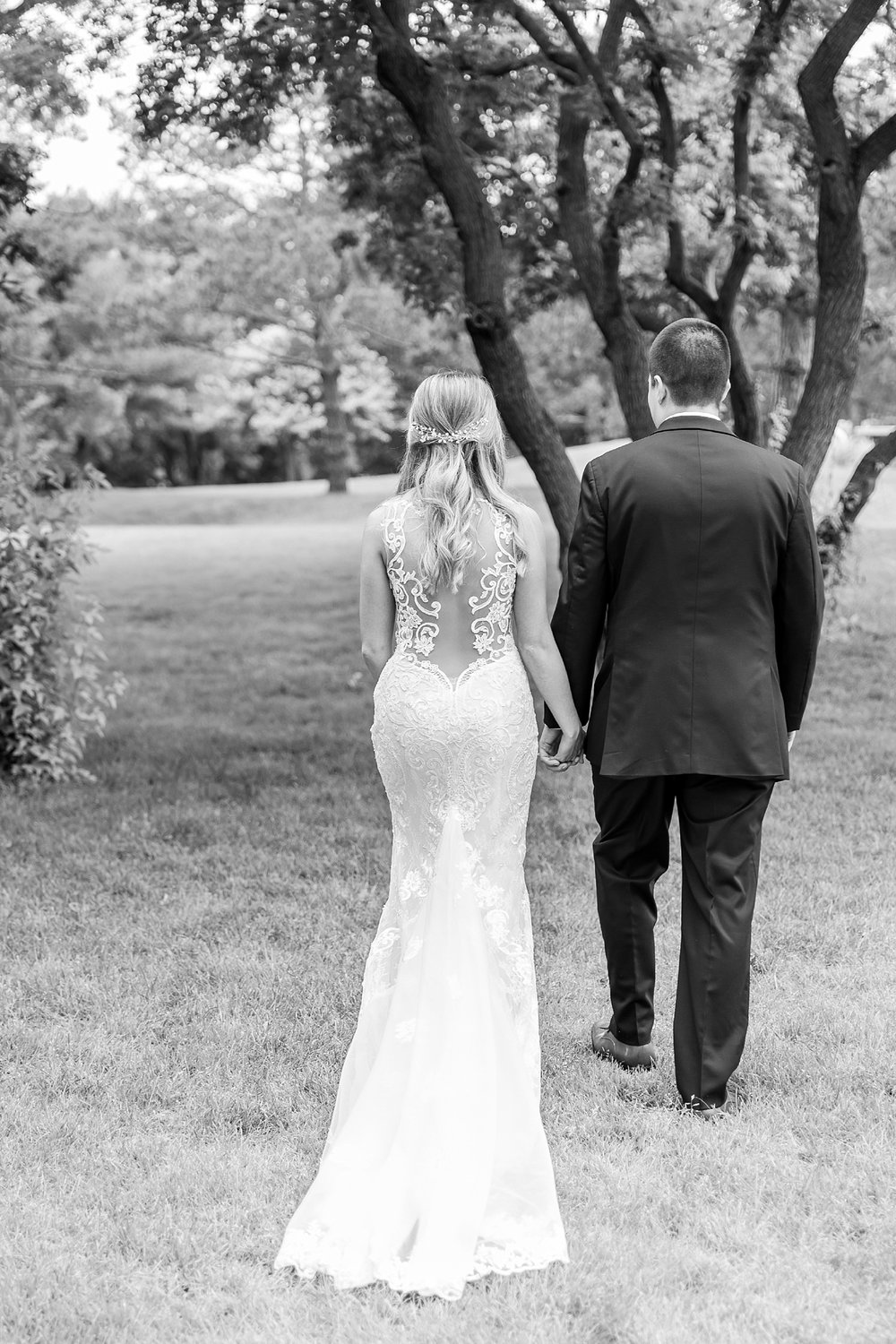 candid-romantic-wedding-photos-at-the-h-hotel-in-midland-michigan-by-courtney-carolyn-photography_0053.jpg