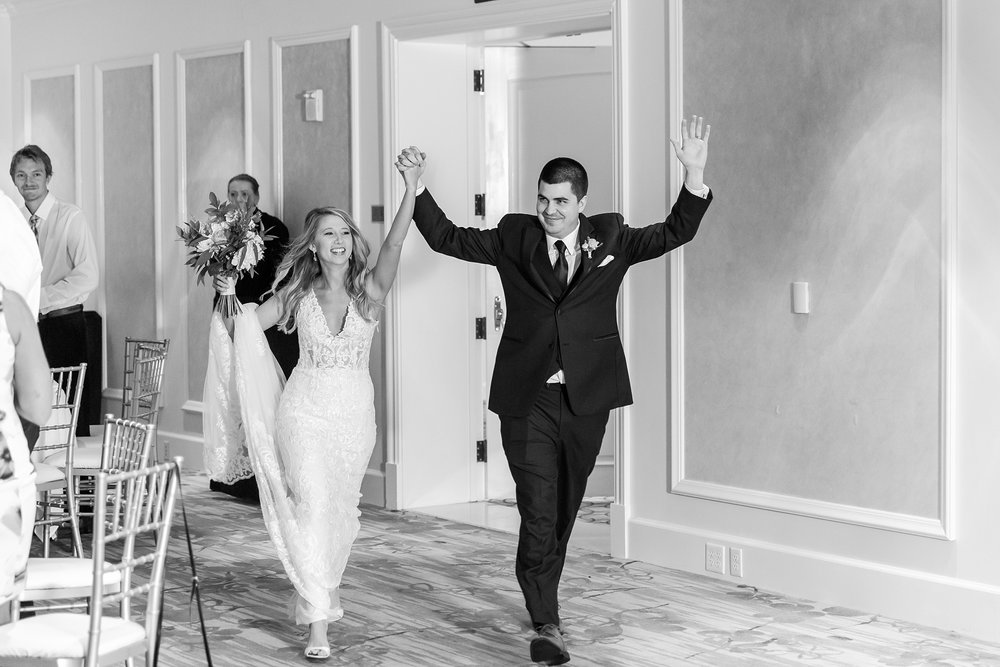 candid-romantic-wedding-photos-at-the-h-hotel-in-midland-michigan-by-courtney-carolyn-photography_0082.jpg