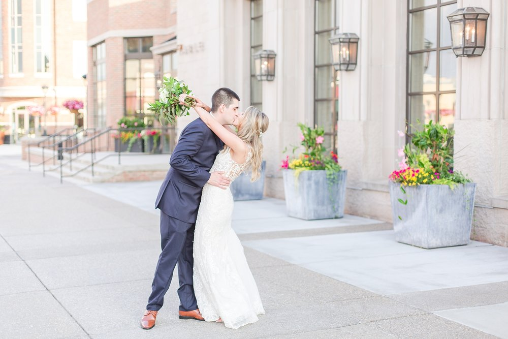 candid-romantic-wedding-photos-at-the-h-hotel-in-midland-michigan-by-courtney-carolyn-photography_0100.jpg