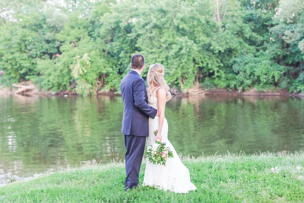 candid-romantic-wedding-photos-at-the-h-hotel-in-midland-michigan-by-courtney-carolyn-photography_0113.jpg