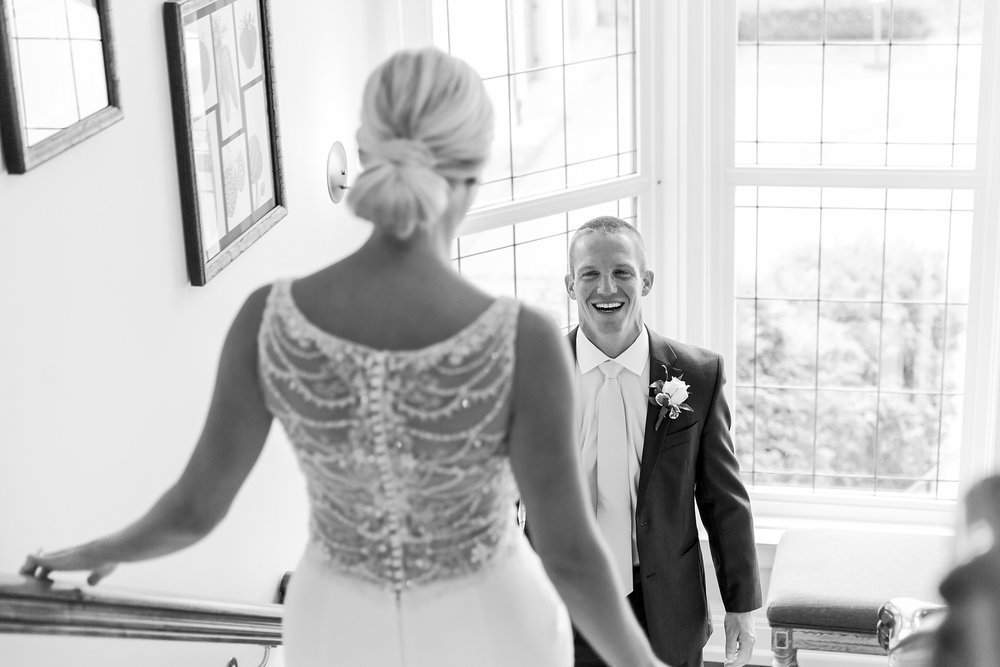 casually-chic-modern-wedding-photos-at-the-chapman-house-in-rochester-michigan-by-courtney-carolyn-photography_0009.jpg