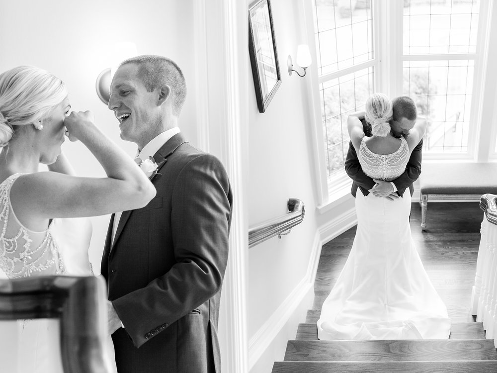 casually-chic-modern-wedding-photos-at-the-chapman-house-in-rochester-michigan-by-courtney-carolyn-photography_0010.jpg