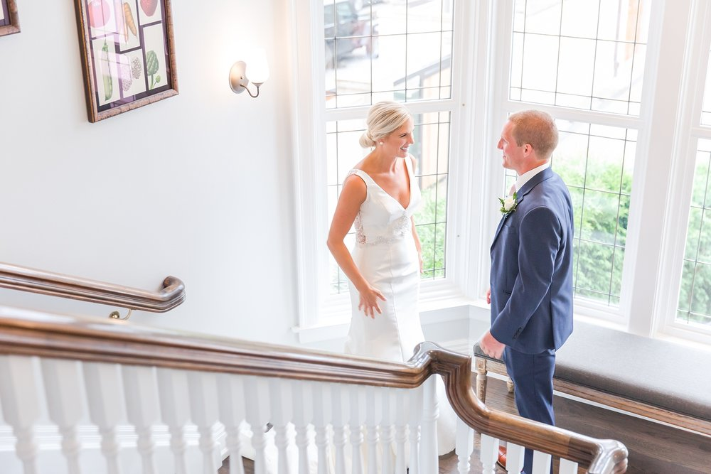 casually-chic-modern-wedding-photos-at-the-chapman-house-in-rochester-michigan-by-courtney-carolyn-photography_0011.jpg