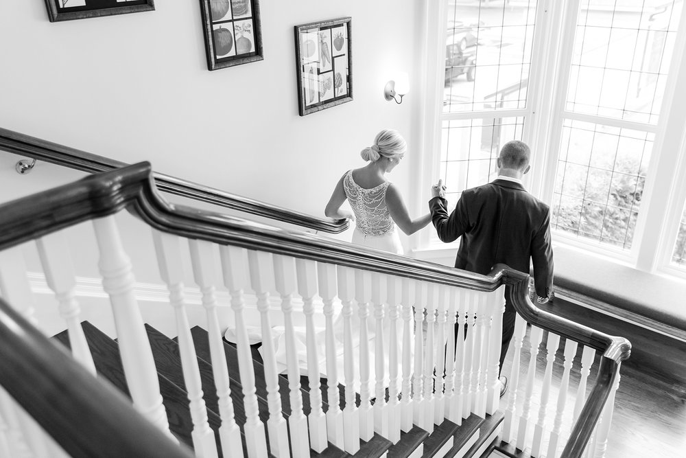 casually-chic-modern-wedding-photos-at-the-chapman-house-in-rochester-michigan-by-courtney-carolyn-photography_0015.jpg
