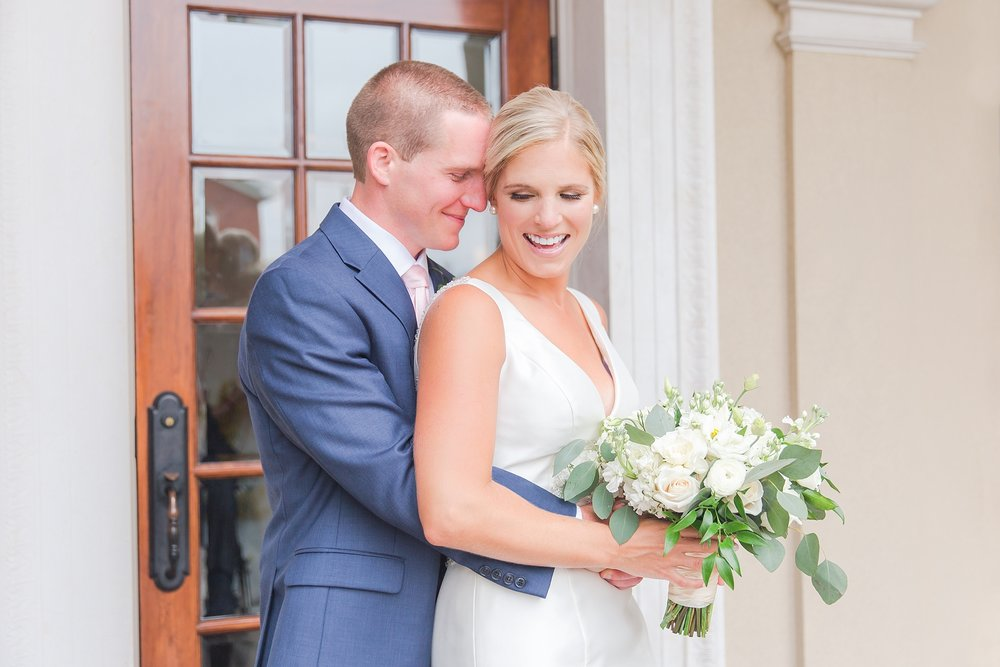 casually-chic-modern-wedding-photos-at-the-chapman-house-in-rochester-michigan-by-courtney-carolyn-photography_0021.jpg