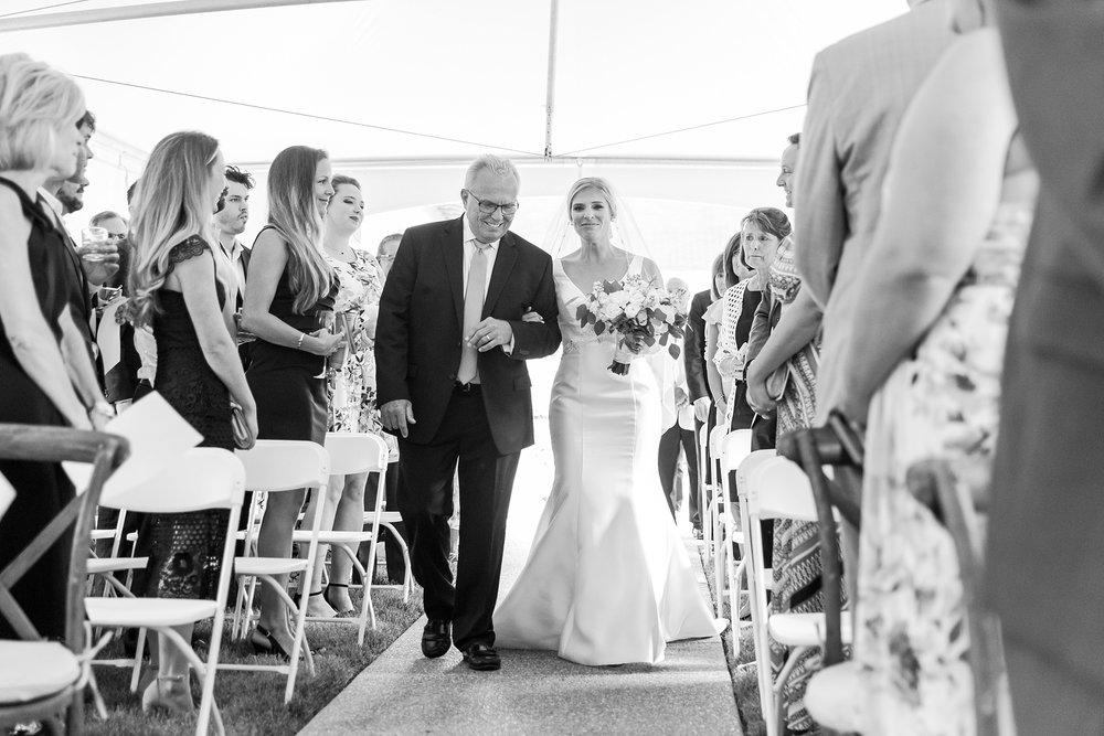 casually-chic-modern-wedding-photos-at-the-chapman-house-in-rochester-michigan-by-courtney-carolyn-photography_0032.jpg