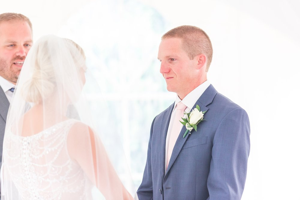 casually-chic-modern-wedding-photos-at-the-chapman-house-in-rochester-michigan-by-courtney-carolyn-photography_0040.jpg