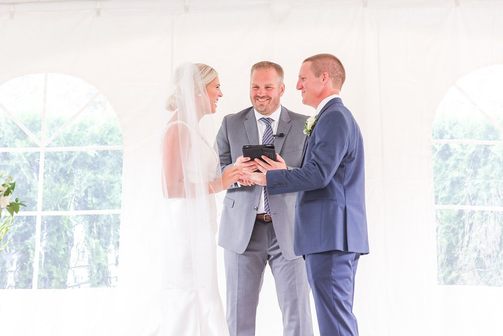 casually-chic-modern-wedding-photos-at-the-chapman-house-in-rochester-michigan-by-courtney-carolyn-photography_0042.jpg