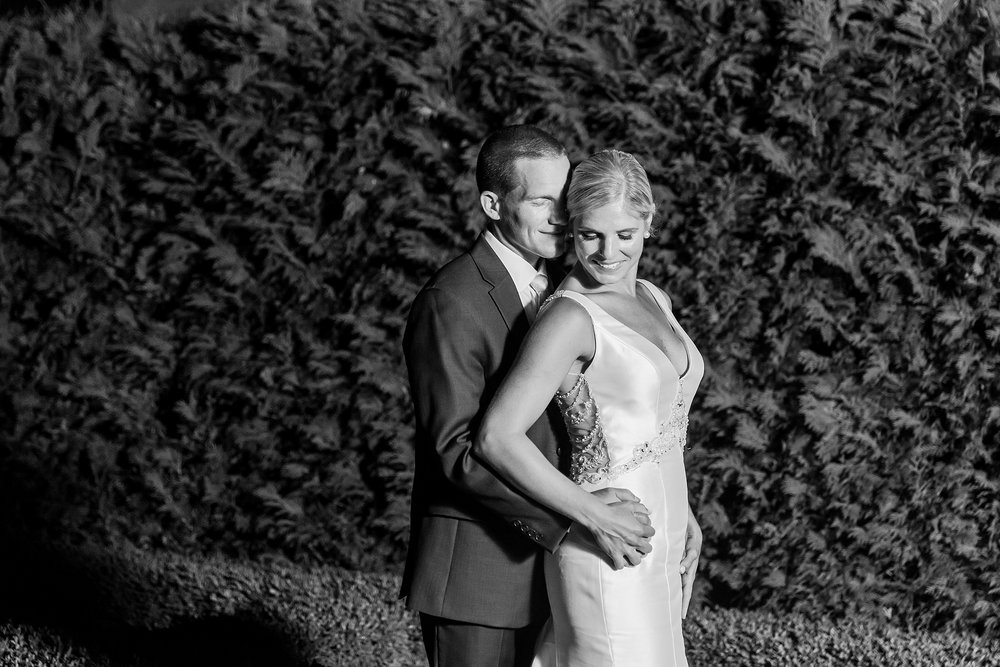 casually-chic-modern-wedding-photos-at-the-chapman-house-in-rochester-michigan-by-courtney-carolyn-photography_0064.jpg