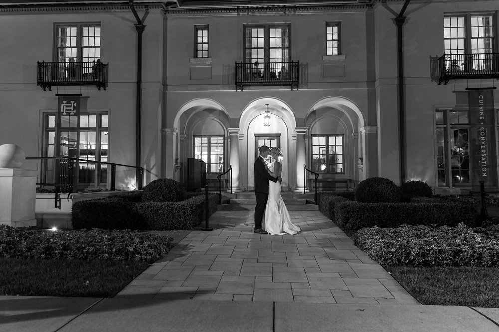 casually-chic-modern-wedding-photos-at-the-chapman-house-in-rochester-michigan-by-courtney-carolyn-photography_0065.jpg