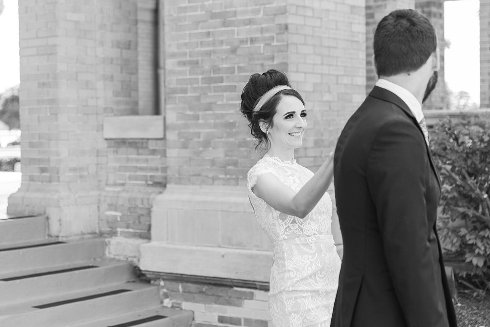 alternative-joyful-wedding-photos-at-the-belle-isle-casino-in-detroit-michigan-by-courtney-carolyn-photography_0011.jpg