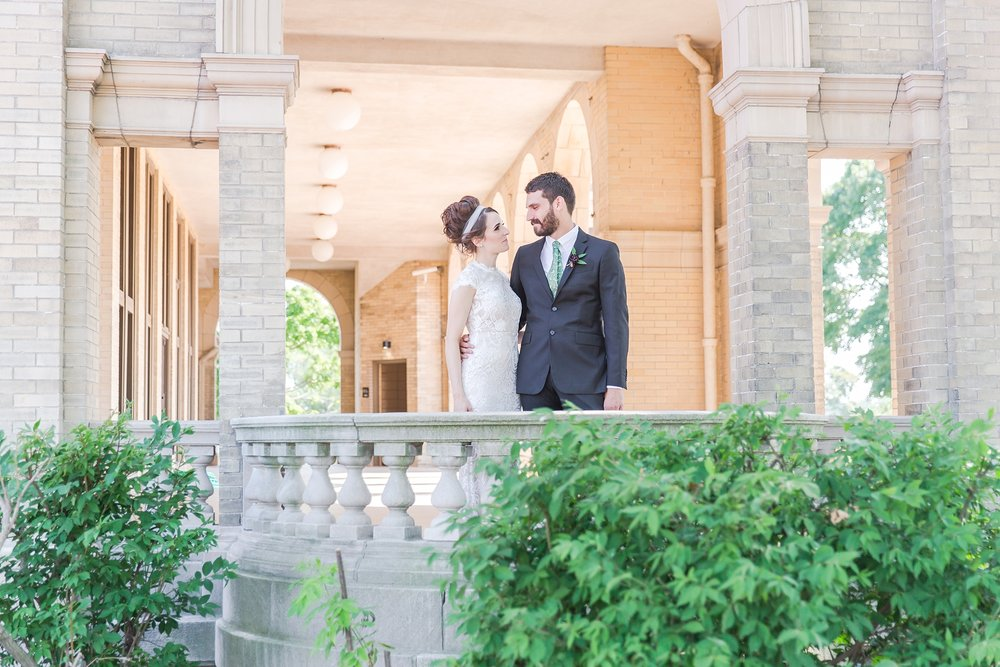 alternative-joyful-wedding-photos-at-the-belle-isle-casino-in-detroit-michigan-by-courtney-carolyn-photography_0031.jpg