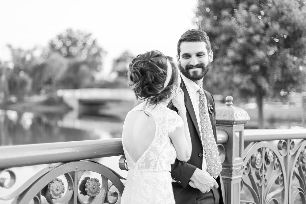 alternative-joyful-wedding-photos-at-the-belle-isle-casino-in-detroit-michigan-by-courtney-carolyn-photography_0068.jpg