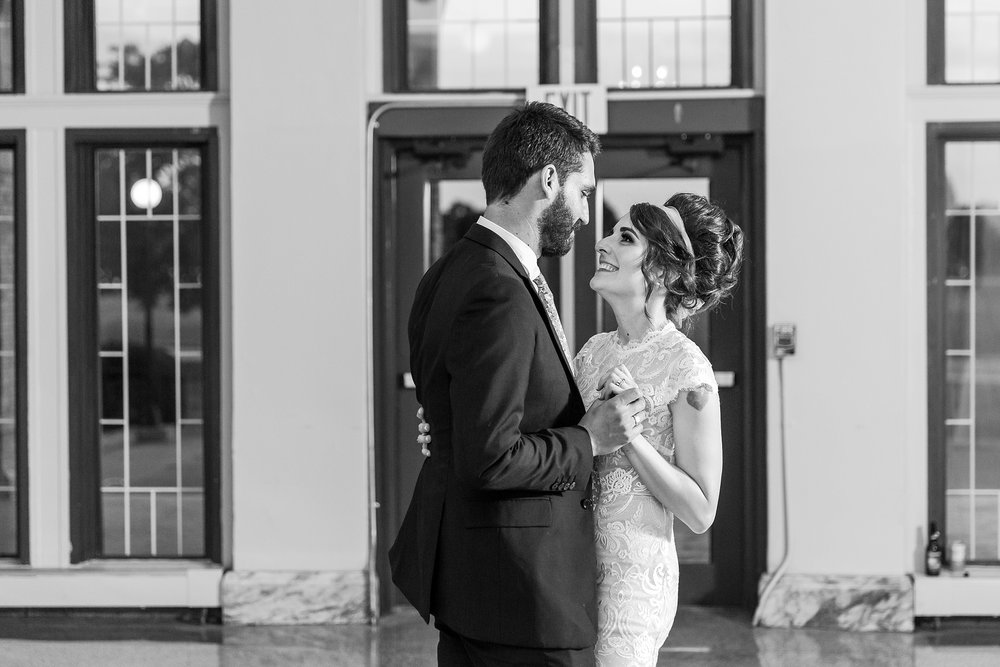 alternative-joyful-wedding-photos-at-the-belle-isle-casino-in-detroit-michigan-by-courtney-carolyn-photography_0072.jpg