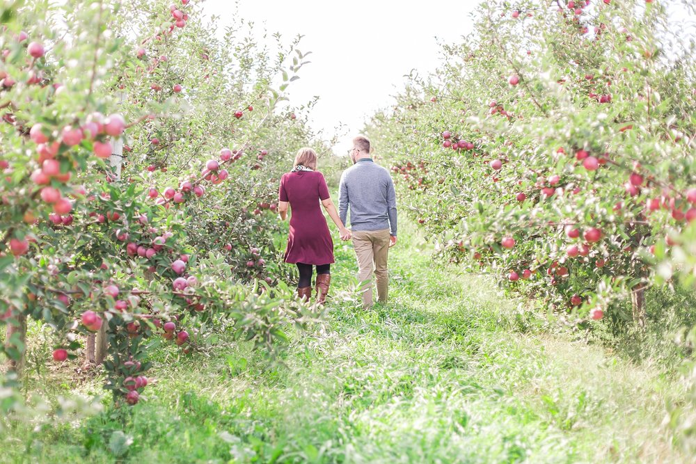 playful-fall-engagement-photos-at-hy's-cider-mill-ochard-in-bruce-township-michigan-by-courtney-carolyn-photography_0005.jpg