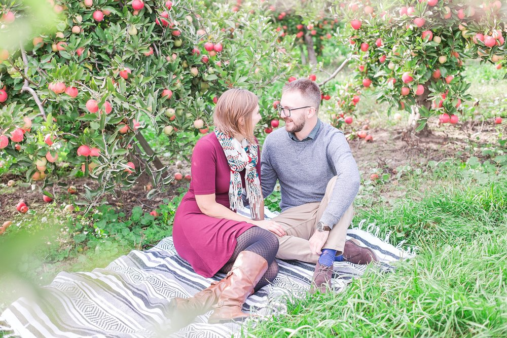 playful-fall-engagement-photos-at-hy's-cider-mill-ochard-in-bruce-township-michigan-by-courtney-carolyn-photography_0016.jpg