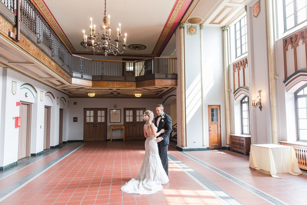 candid-romantic-wedding-photos-at-the-masonic-temple-belle-isle-detroit-institute-of-arts-in-detroit-michigan-by-courtney-carolyn-photography_0025.jpg