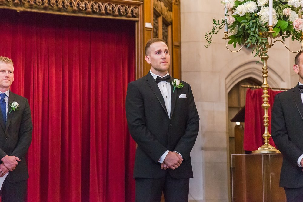 candid-romantic-wedding-photos-at-the-masonic-temple-belle-isle-detroit-institute-of-arts-in-detroit-michigan-by-courtney-carolyn-photography_0070.jpg