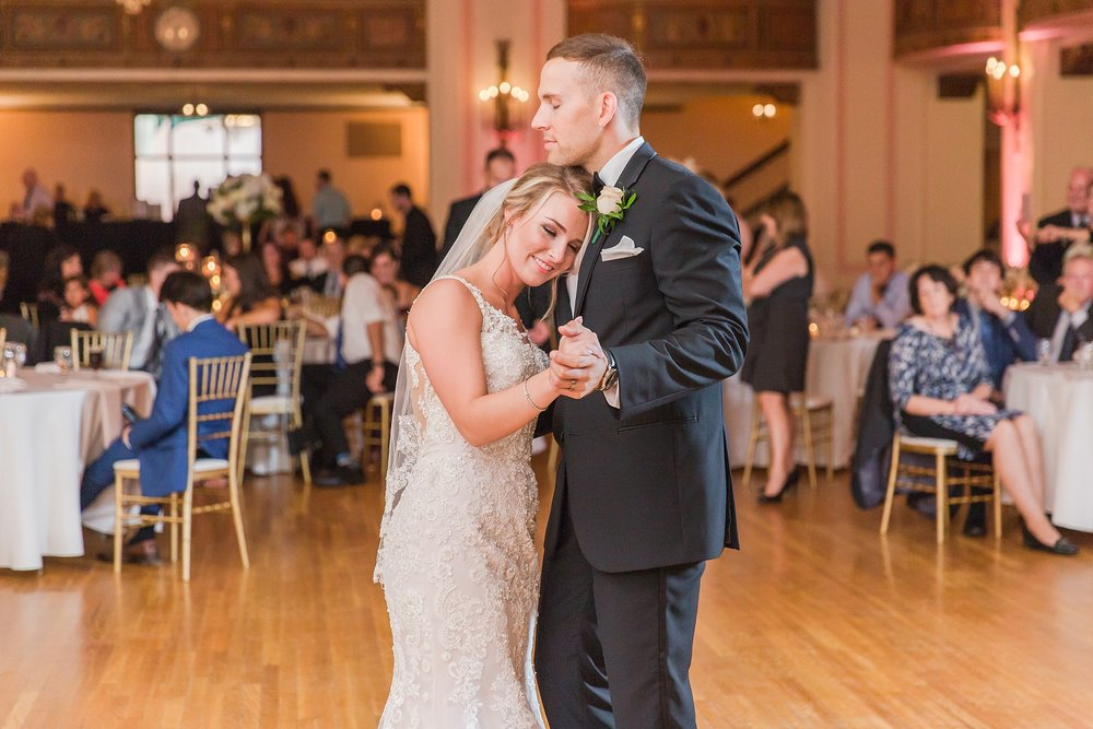 candid-romantic-wedding-photos-at-the-masonic-temple-belle-isle-detroit-institute-of-arts-in-detroit-michigan-by-courtney-carolyn-photography_0105.jpg