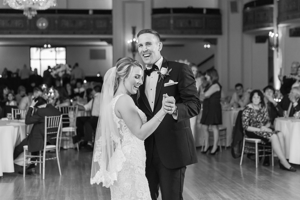 candid-romantic-wedding-photos-at-the-masonic-temple-belle-isle-detroit-institute-of-arts-in-detroit-michigan-by-courtney-carolyn-photography_0109.jpg