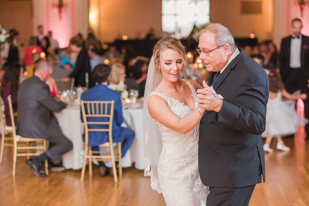 candid-romantic-wedding-photos-at-the-masonic-temple-belle-isle-detroit-institute-of-arts-in-detroit-michigan-by-courtney-carolyn-photography_0111.jpg