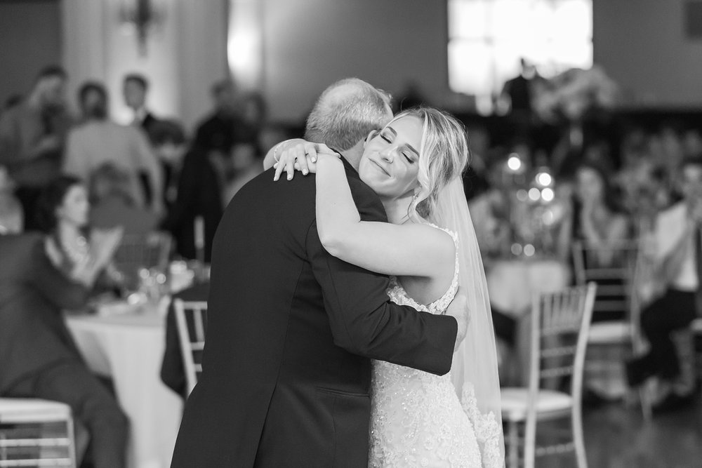 candid-romantic-wedding-photos-at-the-masonic-temple-belle-isle-detroit-institute-of-arts-in-detroit-michigan-by-courtney-carolyn-photography_0112.jpg