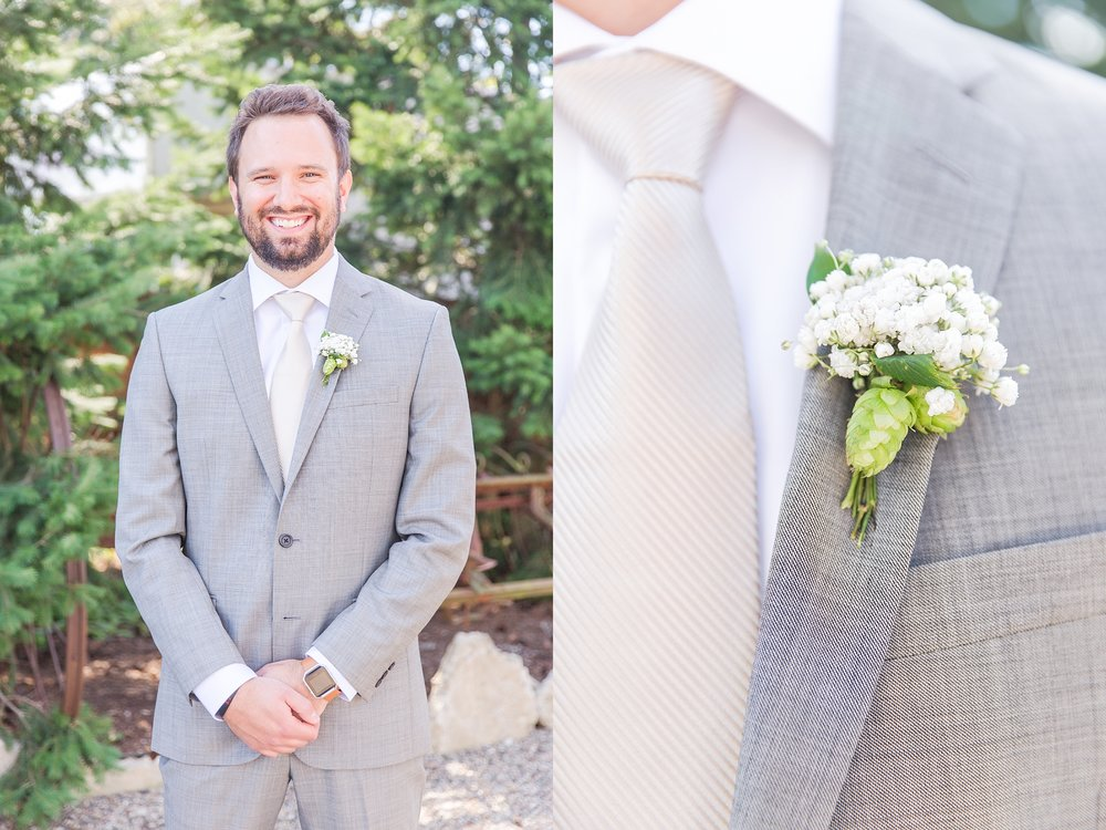 natural-rustic-wedding-photos-at-frutig-farms-the-valley-in-ann-arbor-michigan-by-courtney-carolyn-photography_0005.jpg