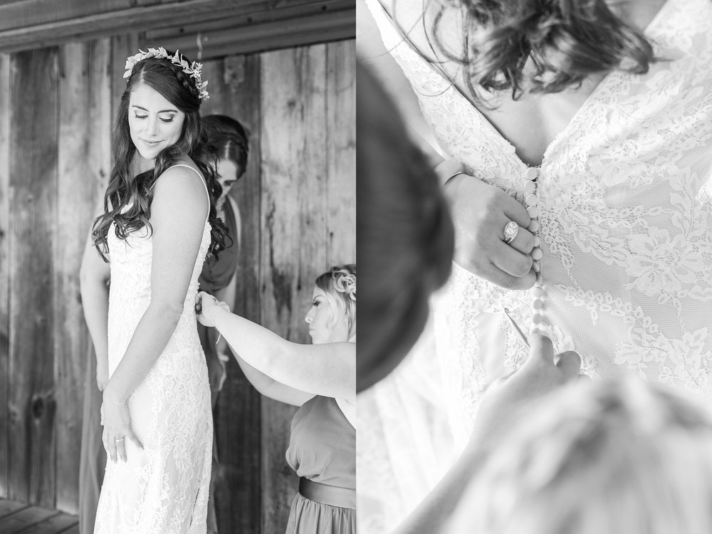 natural-rustic-wedding-photos-at-frutig-farms-the-valley-in-ann-arbor-michigan-by-courtney-carolyn-photography_0009.jpg