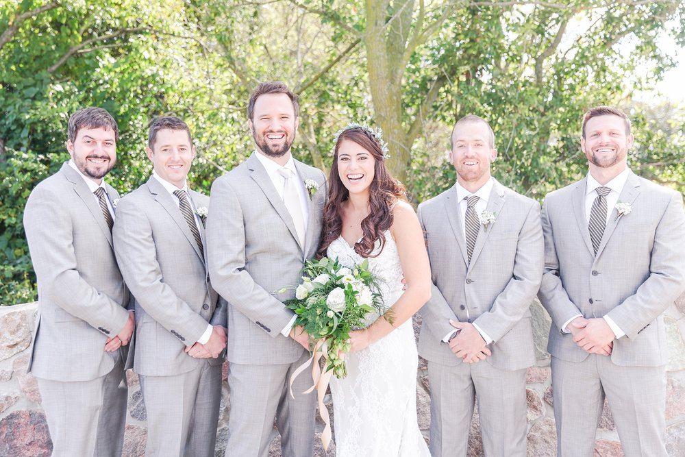 natural-rustic-wedding-photos-at-frutig-farms-the-valley-in-ann-arbor-michigan-by-courtney-carolyn-photography_0024.jpg