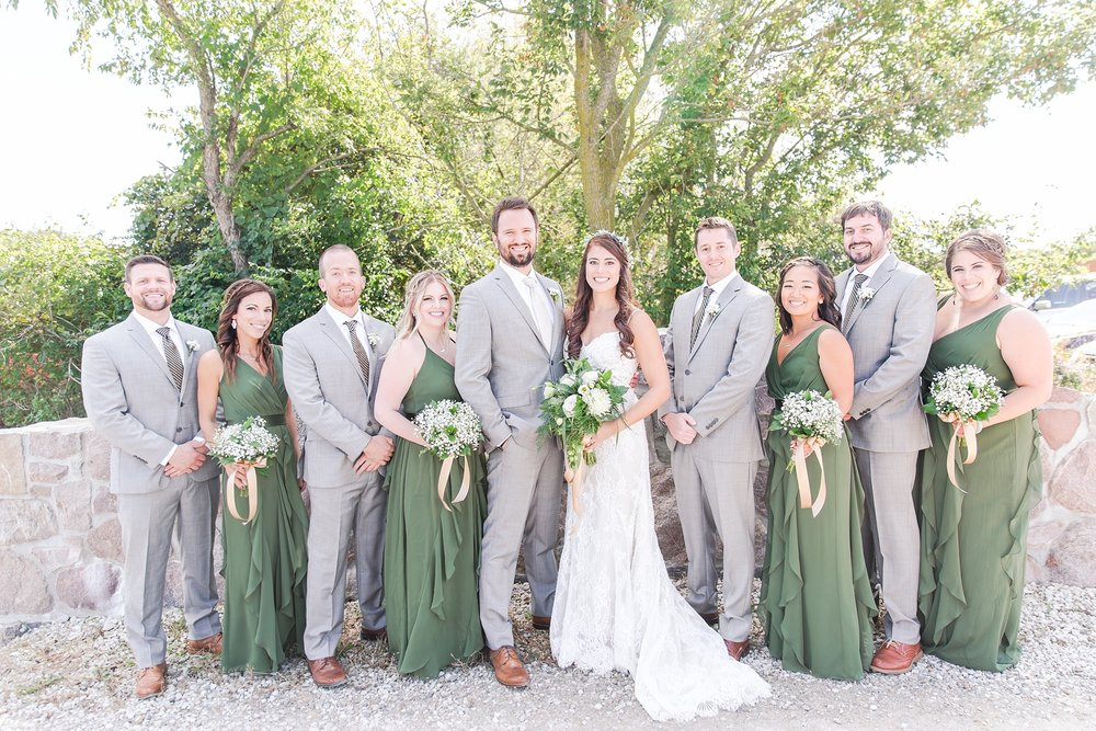 natural-rustic-wedding-photos-at-frutig-farms-the-valley-in-ann-arbor-michigan-by-courtney-carolyn-photography_0028.jpg