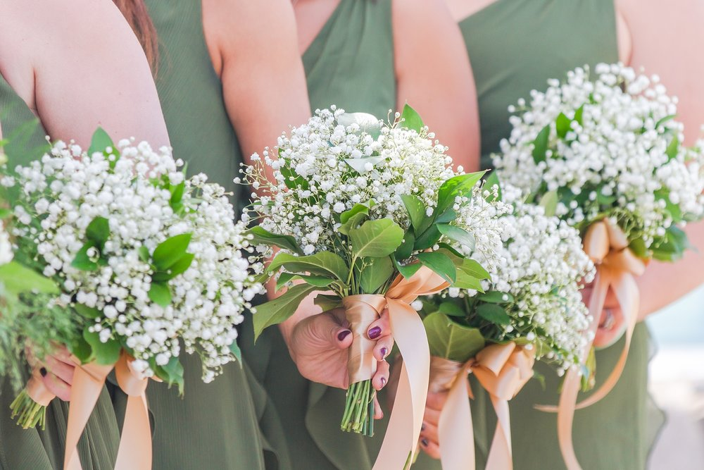 natural-rustic-wedding-photos-at-frutig-farms-the-valley-in-ann-arbor-michigan-by-courtney-carolyn-photography_0030.jpg