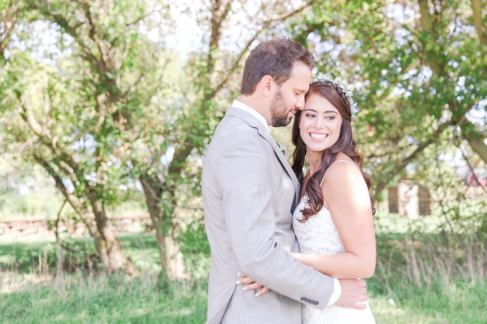 natural-rustic-wedding-photos-at-frutig-farms-the-valley-in-ann-arbor-michigan-by-courtney-carolyn-photography_0044.jpg