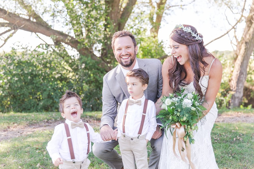 natural-rustic-wedding-photos-at-frutig-farms-the-valley-in-ann-arbor-michigan-by-courtney-carolyn-photography_0047.jpg
