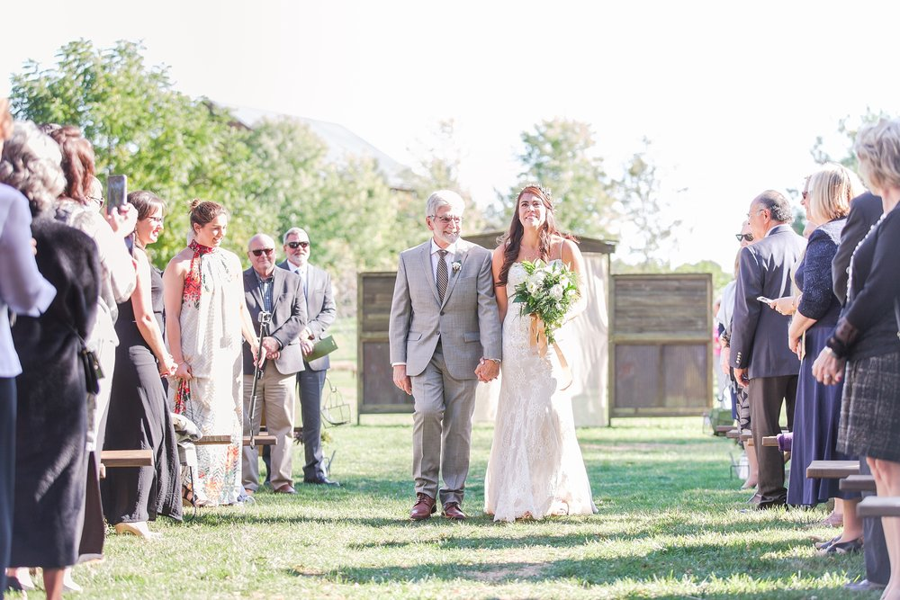 natural-rustic-wedding-photos-at-frutig-farms-the-valley-in-ann-arbor-michigan-by-courtney-carolyn-photography_0057.jpg