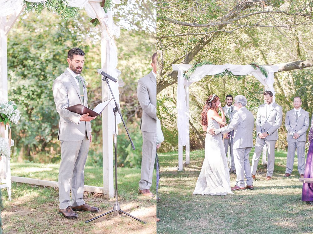 natural-rustic-wedding-photos-at-frutig-farms-the-valley-in-ann-arbor-michigan-by-courtney-carolyn-photography_0059.jpg