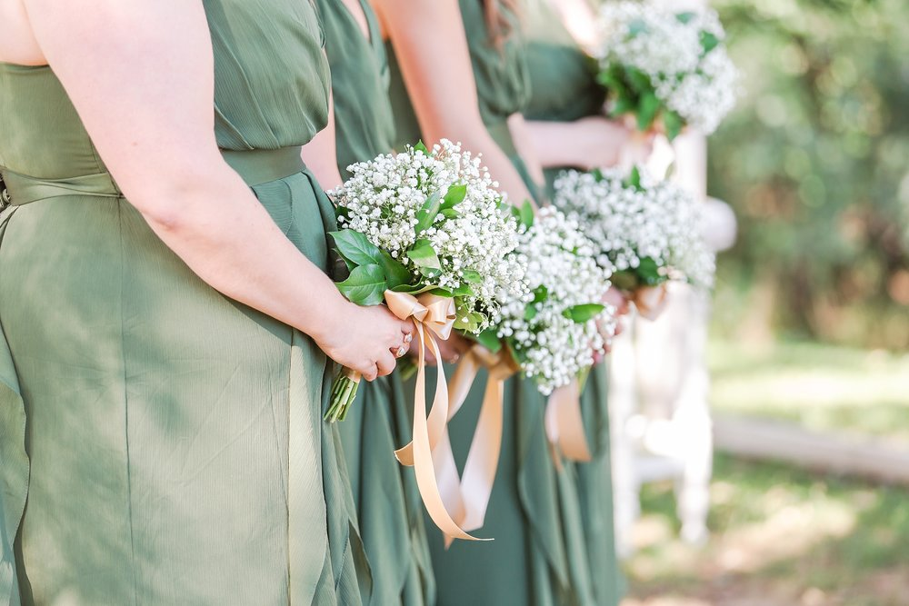 natural-rustic-wedding-photos-at-frutig-farms-the-valley-in-ann-arbor-michigan-by-courtney-carolyn-photography_0063.jpg