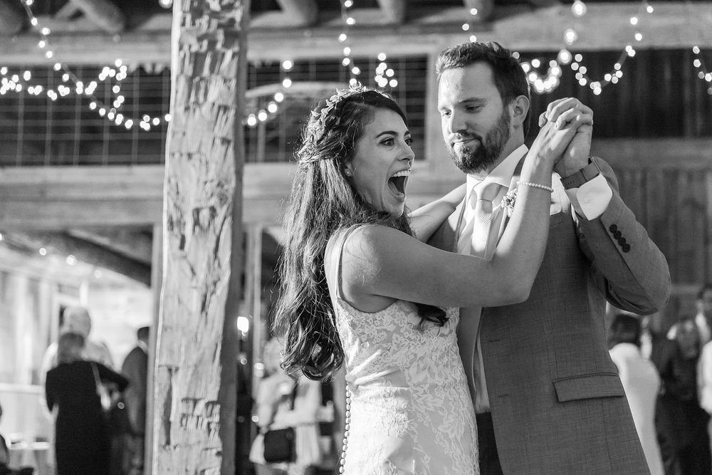 natural-rustic-wedding-photos-at-frutig-farms-the-valley-in-ann-arbor-michigan-by-courtney-carolyn-photography_0092.jpg