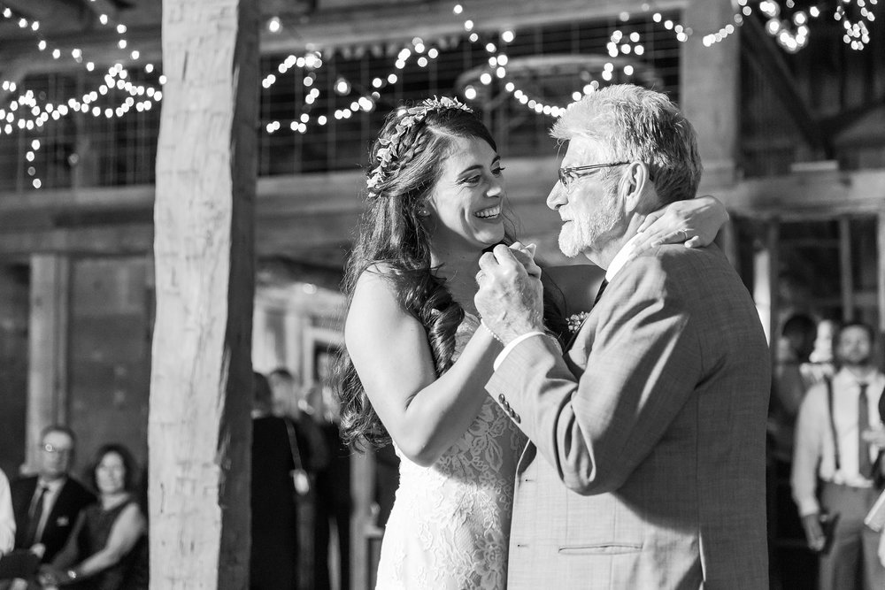 natural-rustic-wedding-photos-at-frutig-farms-the-valley-in-ann-arbor-michigan-by-courtney-carolyn-photography_0094.jpg