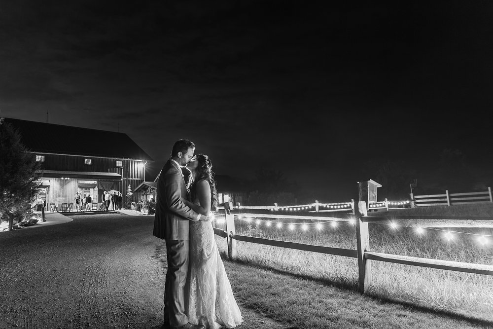 natural-rustic-wedding-photos-at-frutig-farms-the-valley-in-ann-arbor-michigan-by-courtney-carolyn-photography_0102.jpg